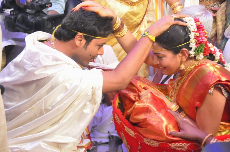 Actor Nandu And Singer Geethamadhuri Wedding Photos
