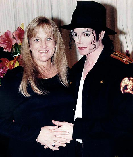 Debbie Rowe  And  Michael Jackson  2nd Marriage Photos