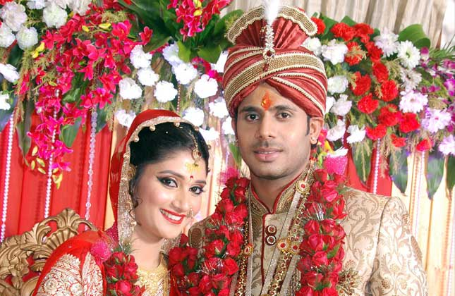 Indian Crickter Manoj Tiwary And Sushmita Roy Wedding Photos