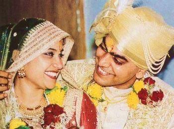 Renuka Shahane And Actor Ashutosh Rana Wedding Pictures