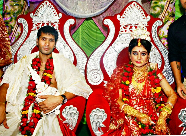 Sreyasi Rudra And Indian Cricketer Ashok Dinda Marriage Photos
